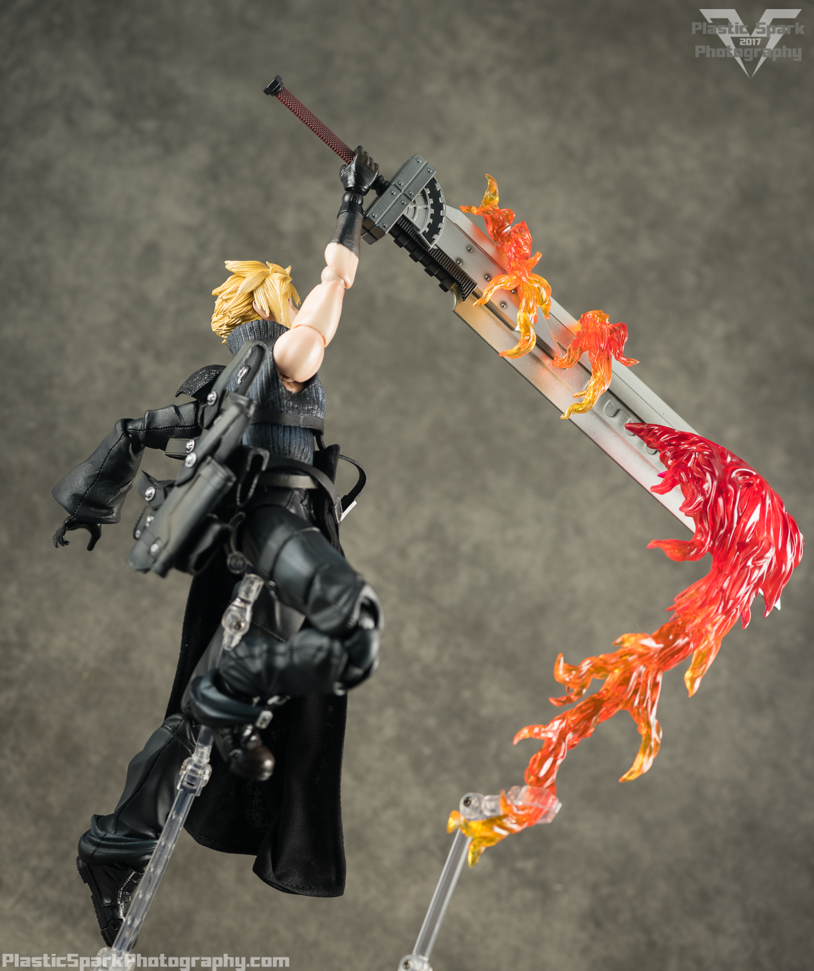 Play-Arts-Kai---Advent-Children-Cloud-(19-of-25).png