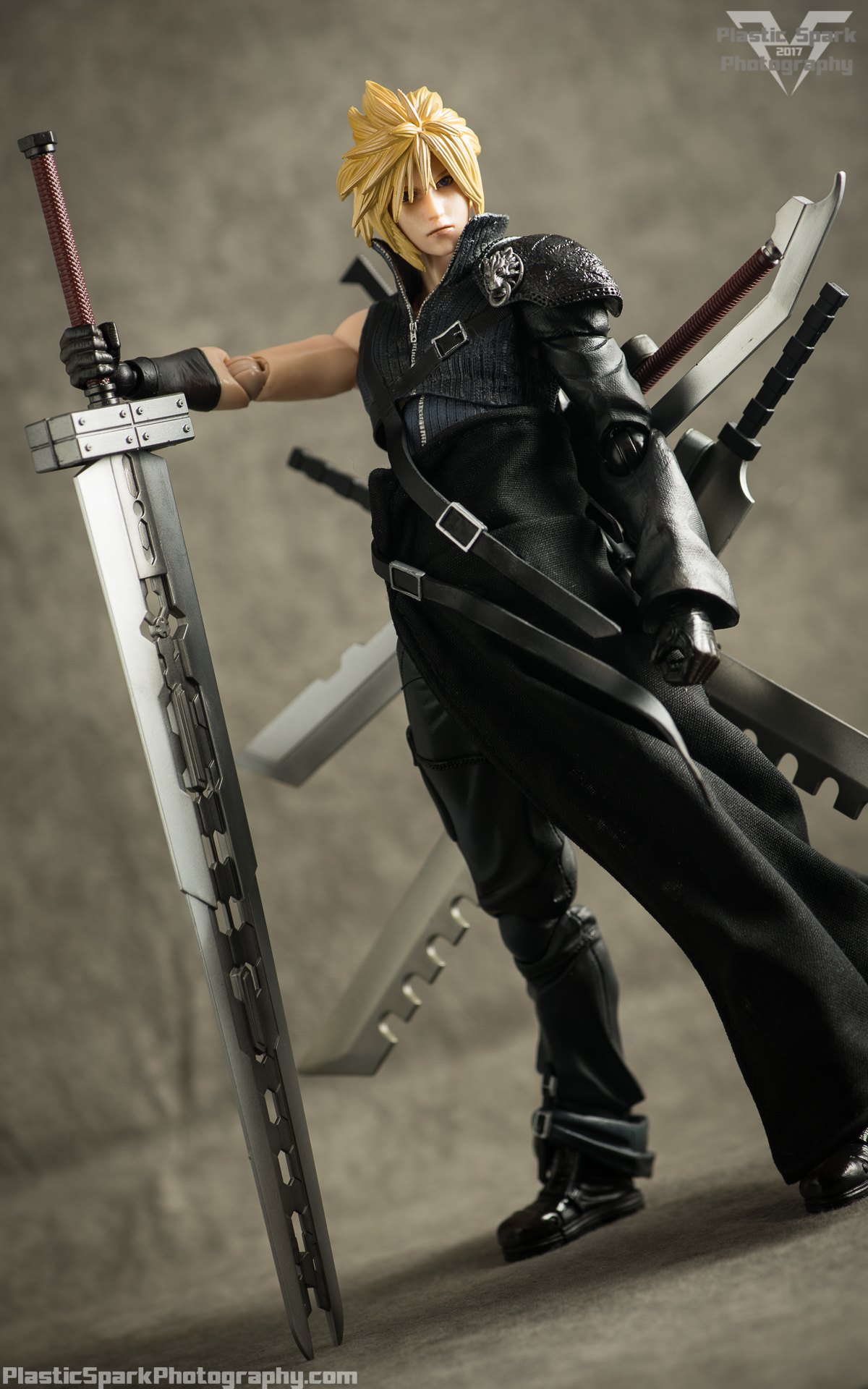 Play-Arts-Kai---Advent-Children-Cloud-(21-of-25).png