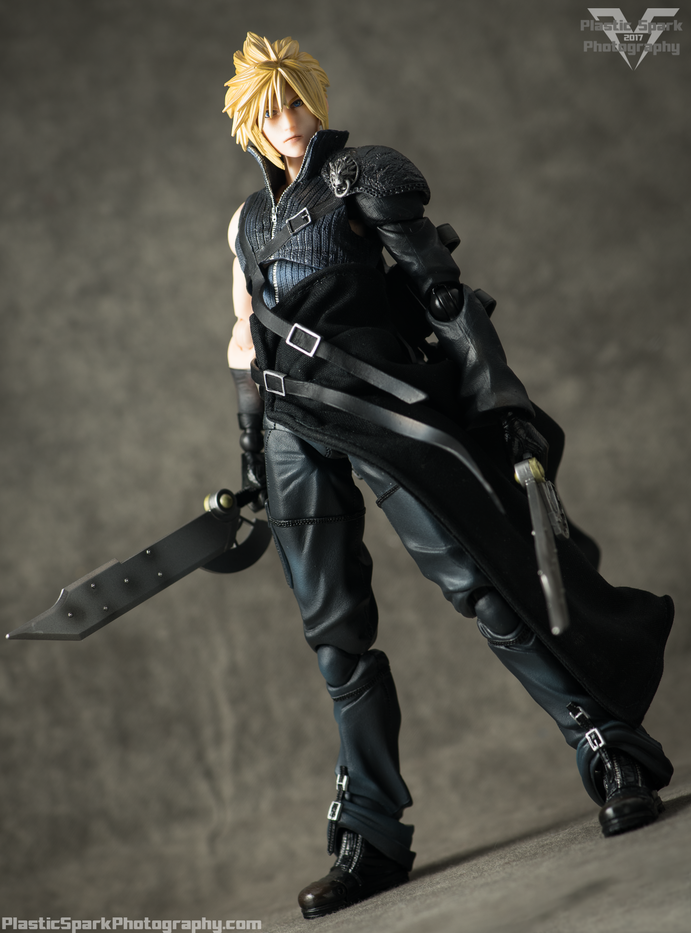 Play-Arts-Kai---Advent-Children-Cloud-(22-of-25).png