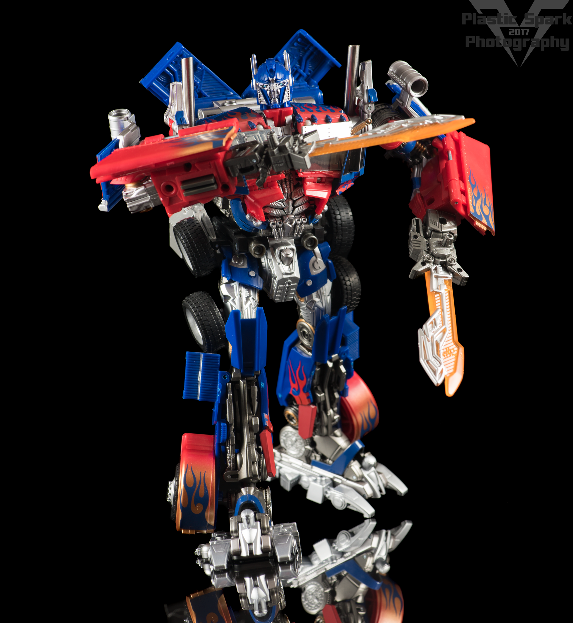 Copy of Striker-Hybrid-Optimus-Prime-002.png
