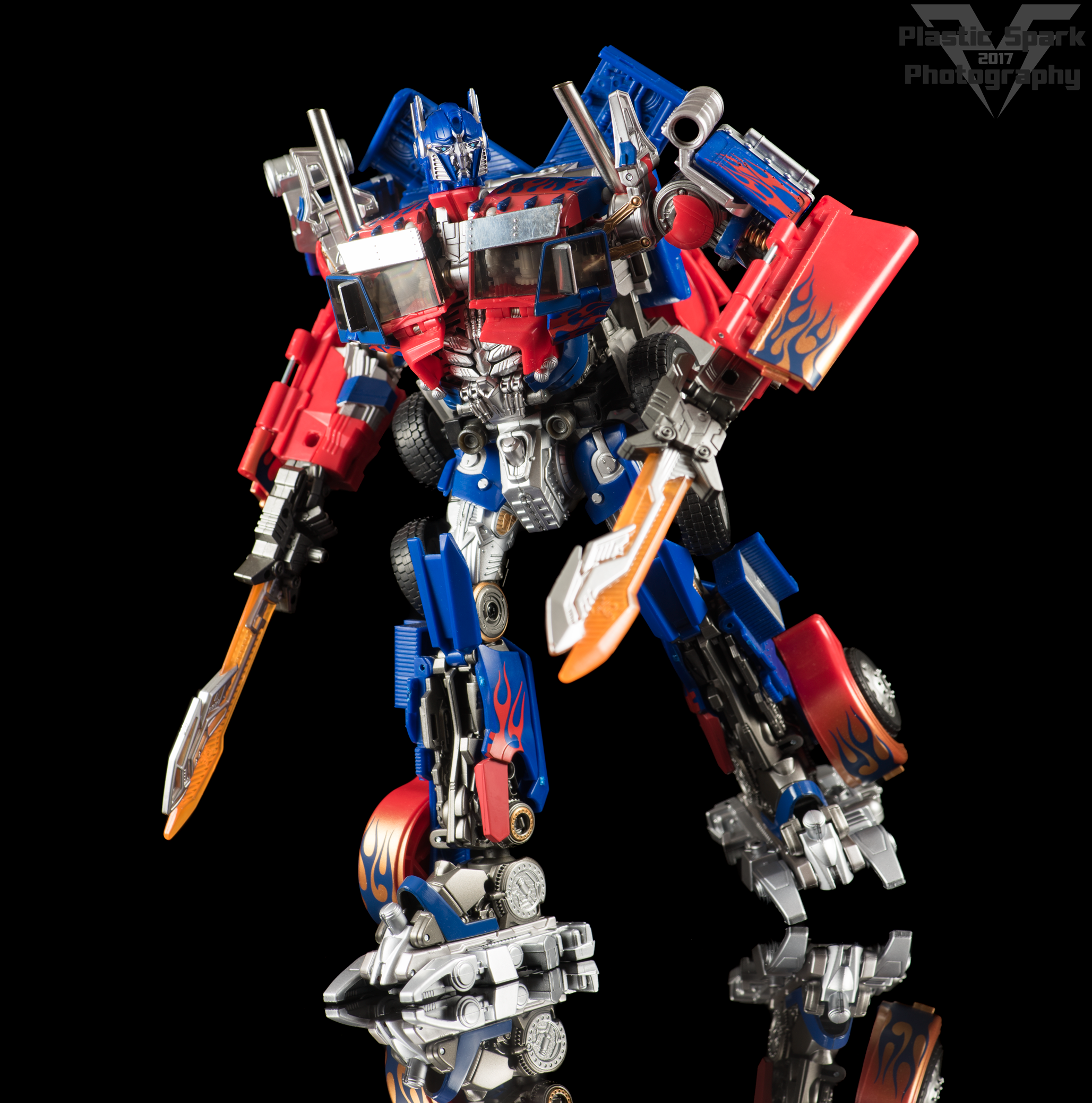 Copy of Striker-Hybrid-Optimus-Prime-003.png