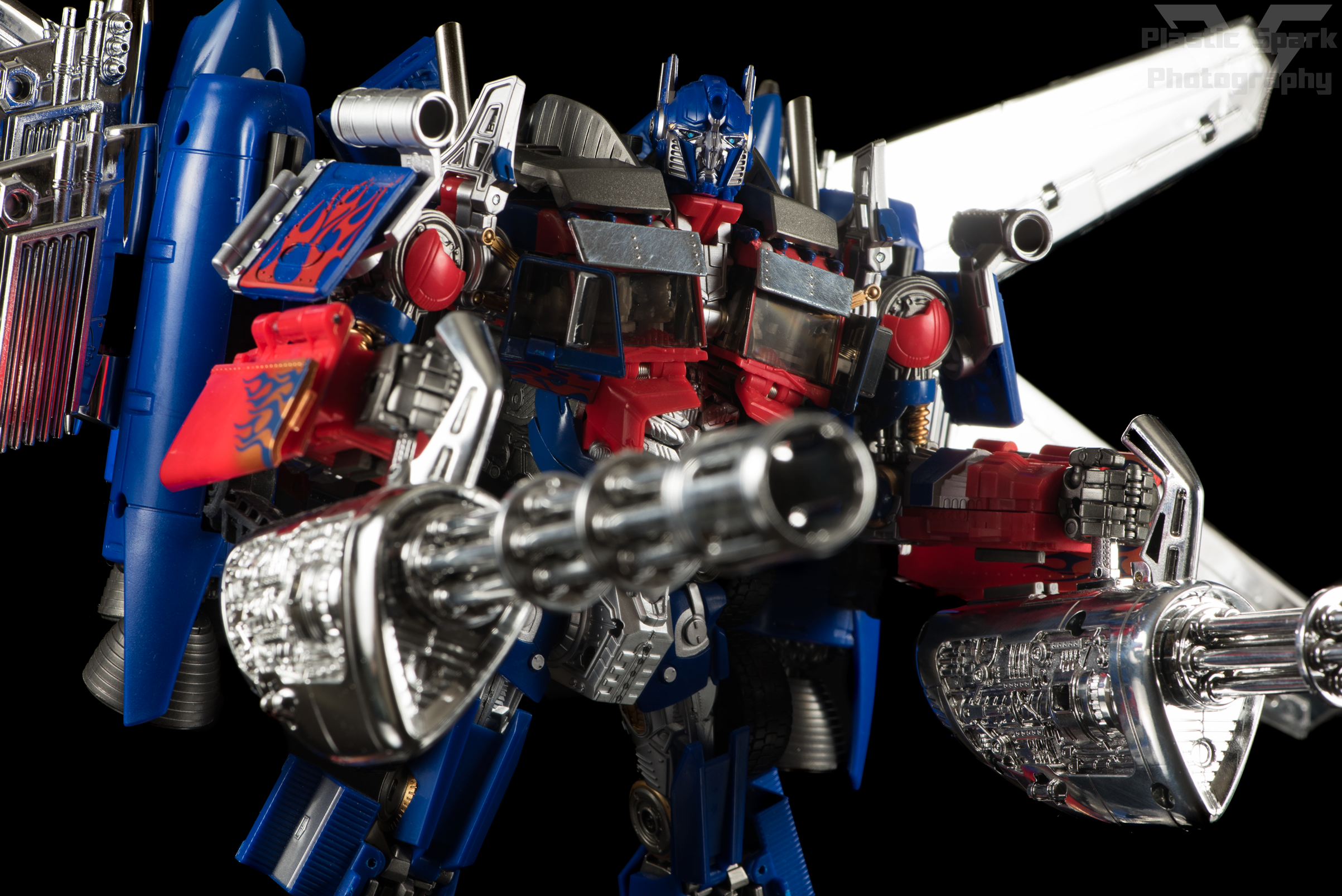 Copy of Striker-Hybrid-Optimus-Prime-004.png