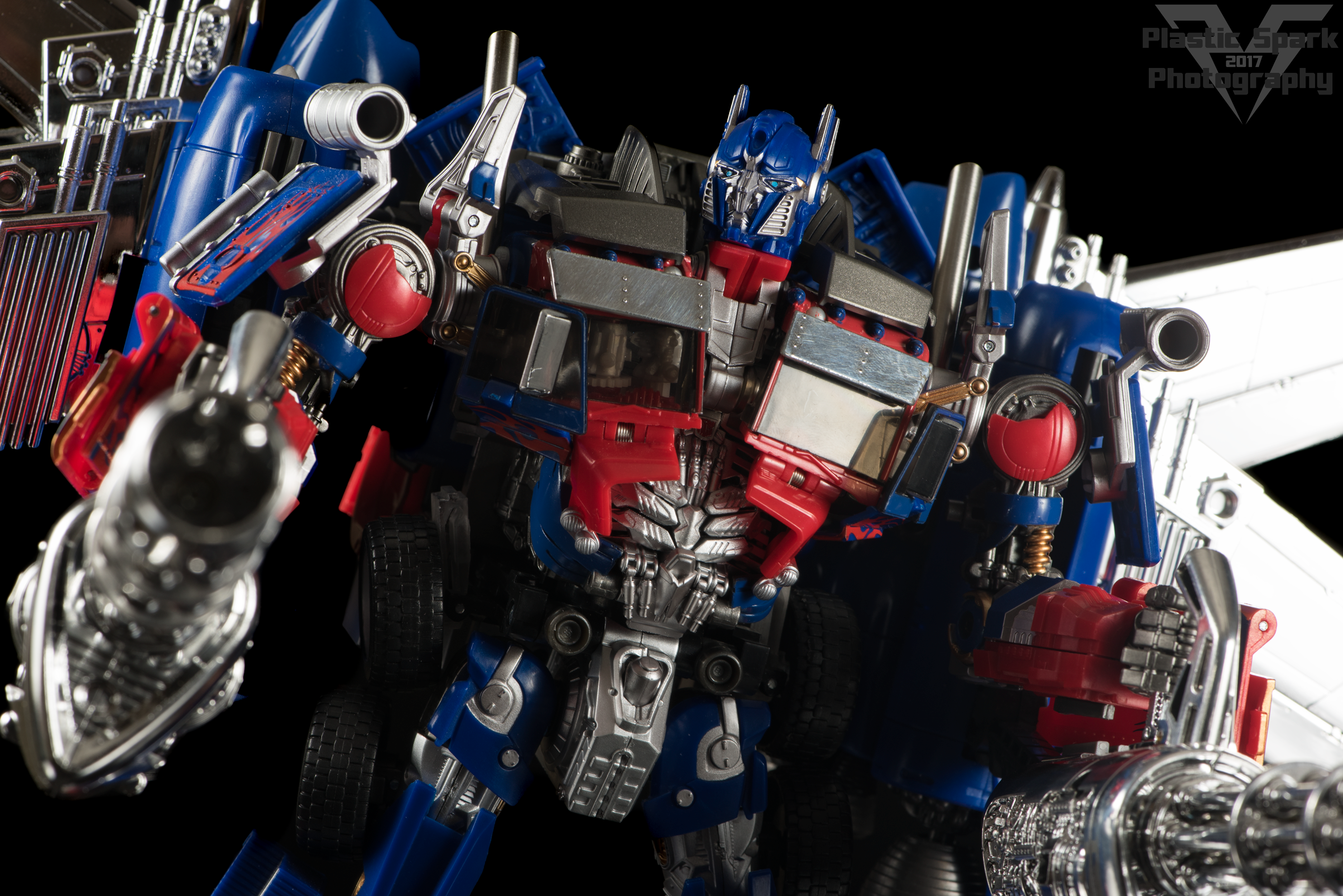 Copy of Striker-Hybrid-Optimus-Prime-005.png
