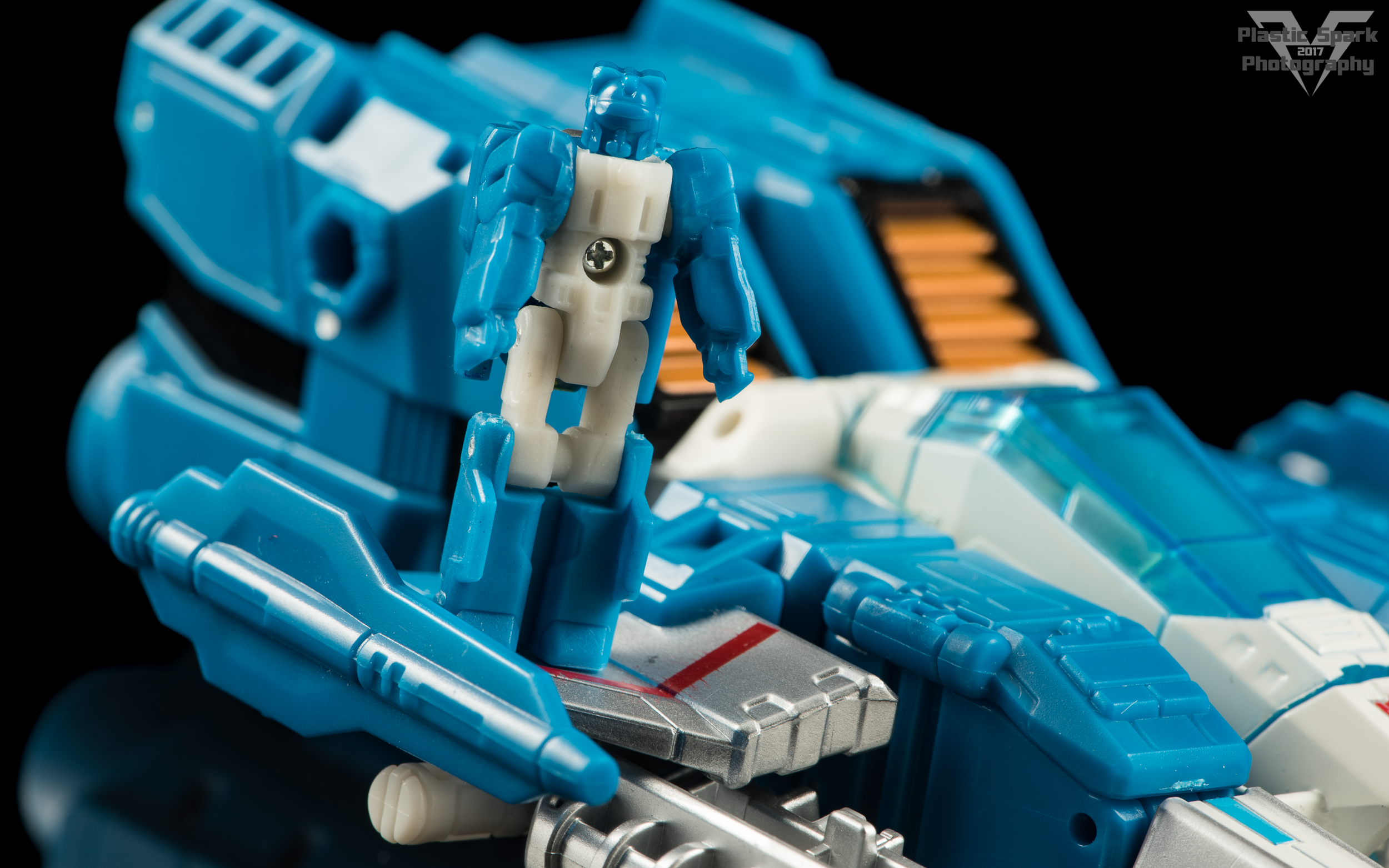 Hasbro-Titans-Return-Deluxe-Topspin-(7-of-8).png