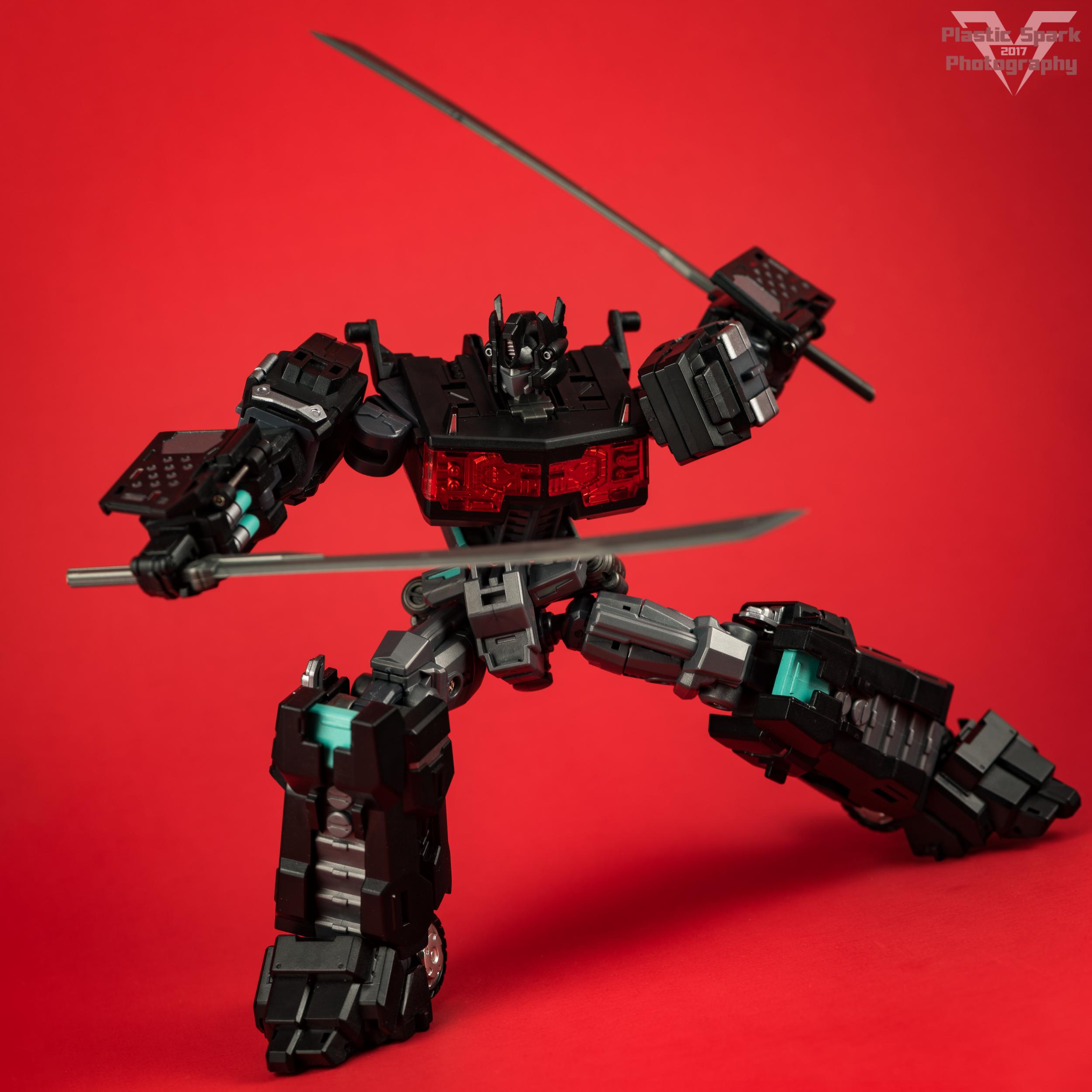 Maketoys-MTCD-01SP-Striker-Noir-(12-of-36).png