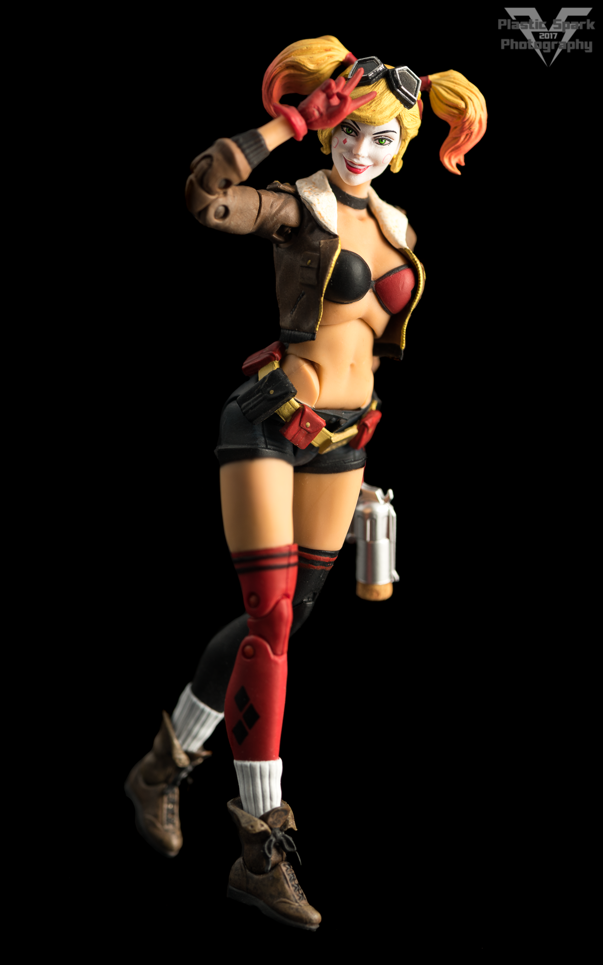 Bombshell-Harley-Quinn-(3-of-12).png