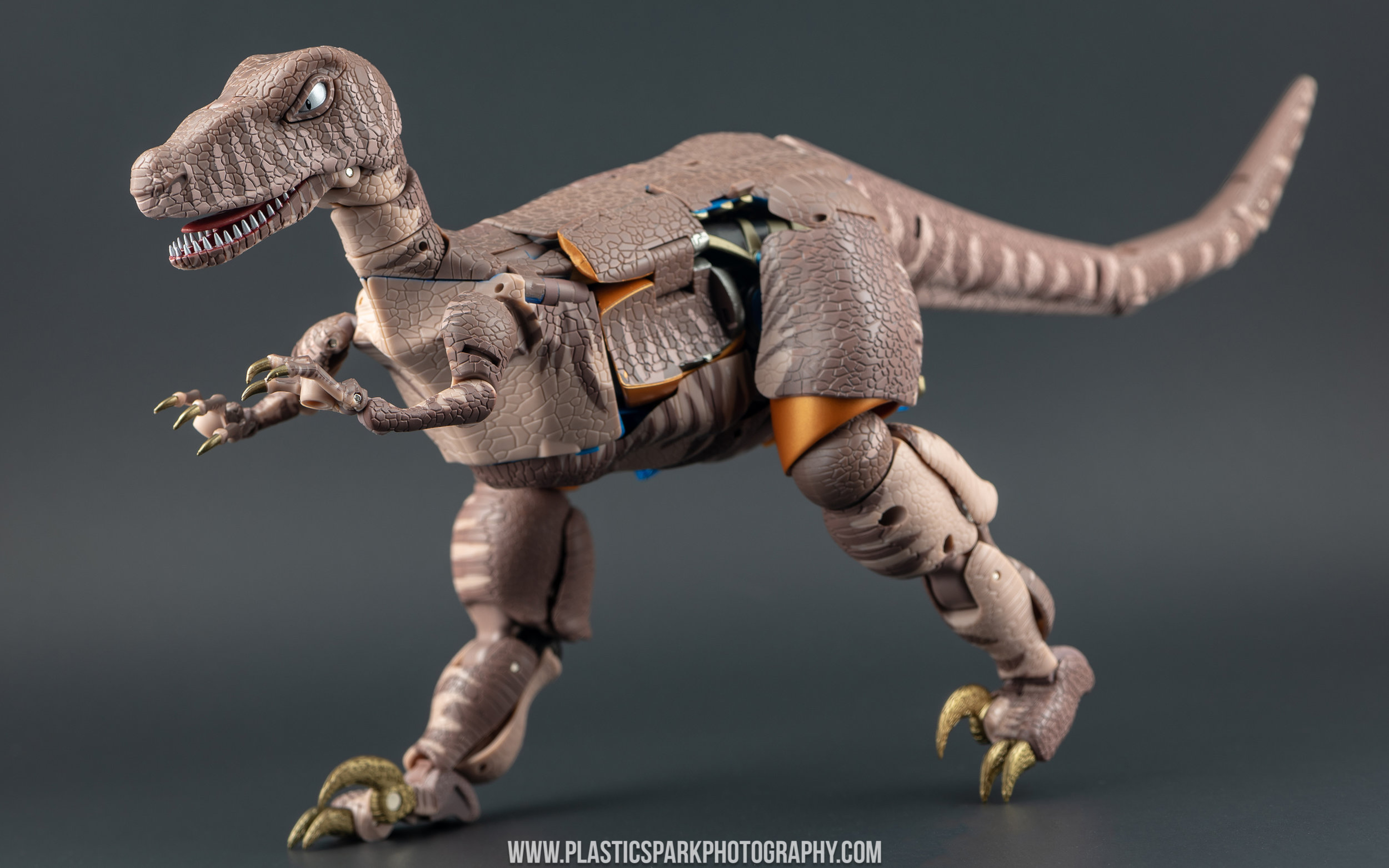 Masterpiece MP-41 Dinobot (10 of 88).jpg