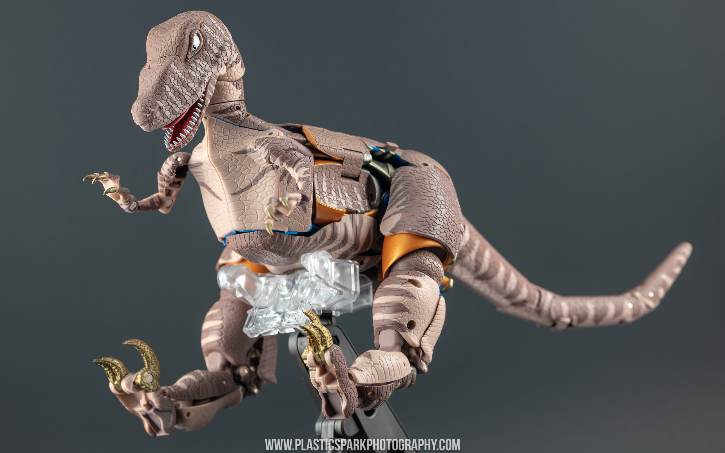 Masterpiece MP-41 Dinobot (11 of 88).jpg