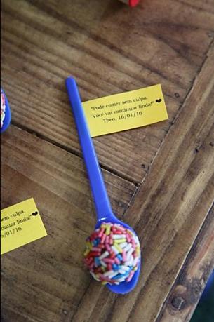 """Lê-se: """" Pode comer sem culpa. Você vai continuar linda! Theo, 16/01/16 """""""