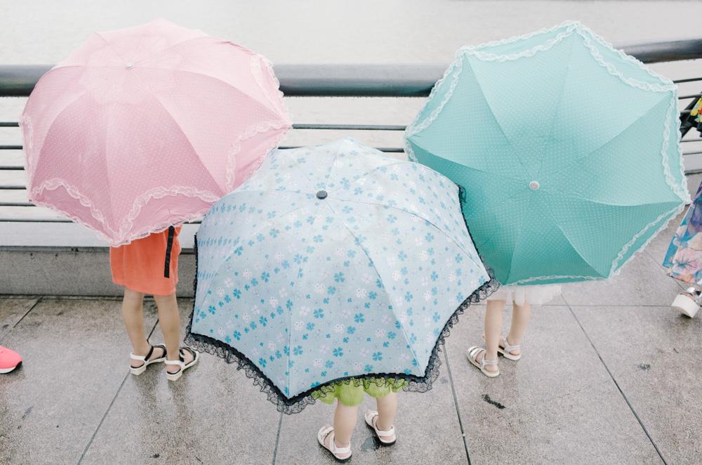 上海かわいいシリーズ:傘と少女
