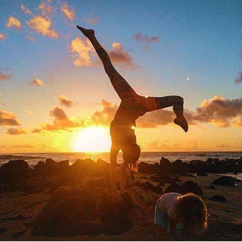 "The three C's"" in life: CHOICE, CHANCE, CHANGE. You must make the choice, to take the chance, if you want anything in life to change! 🙌🏼✨ #mondaymotivation via @kel.alexander sunrise #yoga vibes has us inspired + excited for all that awaits you! _______________________________________________#Naikelabotanicals #superfoodtea #mondayinspo #riseandshine #yoga #yogaeverywhere #yogaeveryday #sunrise #rawfoods #naturalbeauty #greenbeauty #iloveyoga #plantbased #health #fitness #momlife #lifestyle #betheadventure #yogapants"