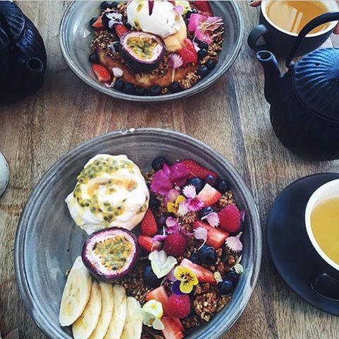Grateful for Sunday's. No alarm clocks, only cozy slippers, island fruit + superfood tea .such a happy place⚜️🙏🏼_______________________________________________#Naikelabotanicals #superfoodtea #tea #sunday #sundayfunday #sundaybrunch #fruitsalad #herbaltea #plantbased #plantbaseddiet #island #kauai #hawaii #maui #bigisland #oahu #luckywelivehawaii #foodie #foodstagram #instamood #botanicals #plantpower #herbs #herbal #breakfast #breakfasttime #breaky #flowers #brunch