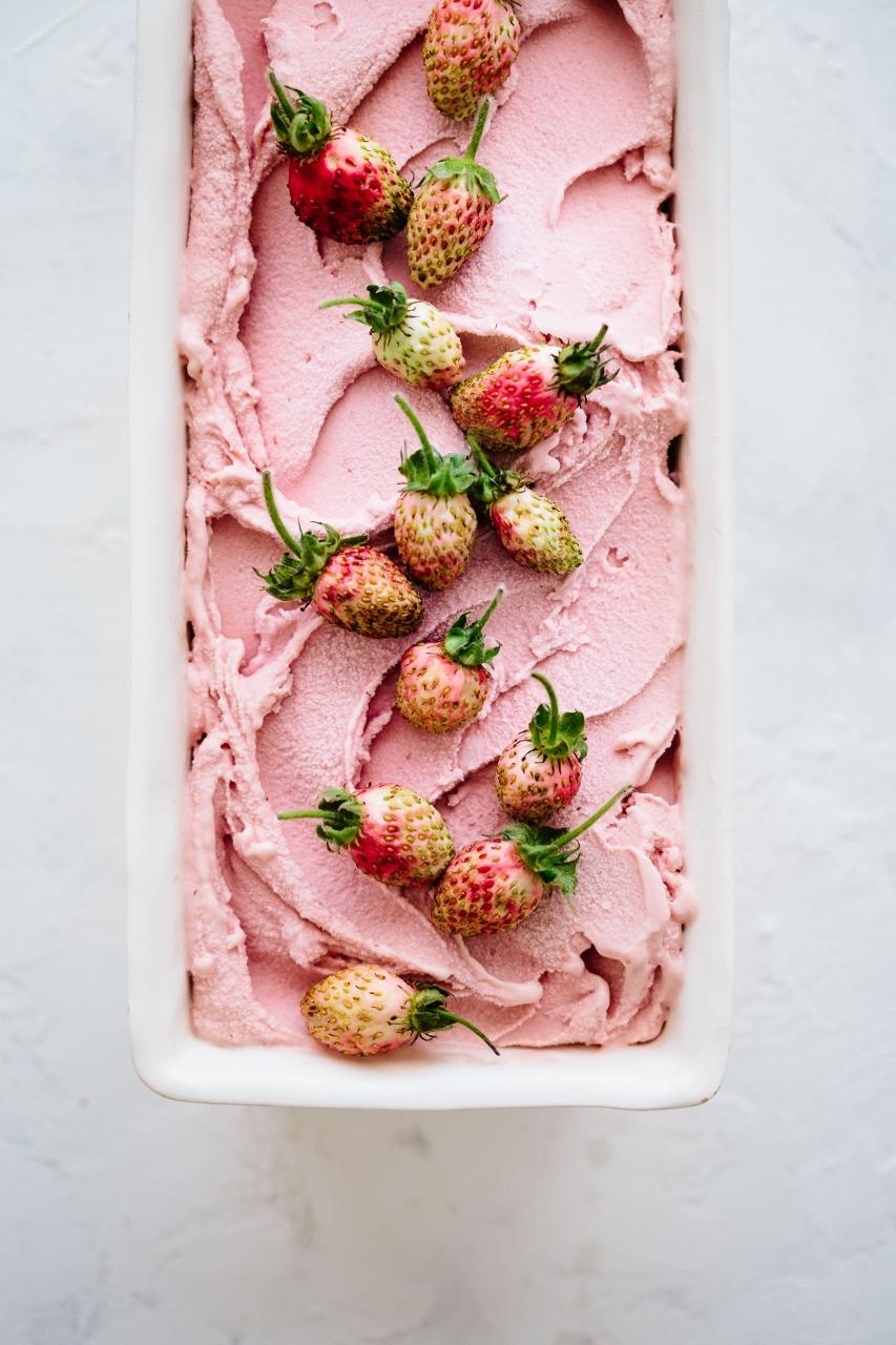 Balsamic strawberry ice cream Vy Tran (7 of 12) (853x1280).jpg
