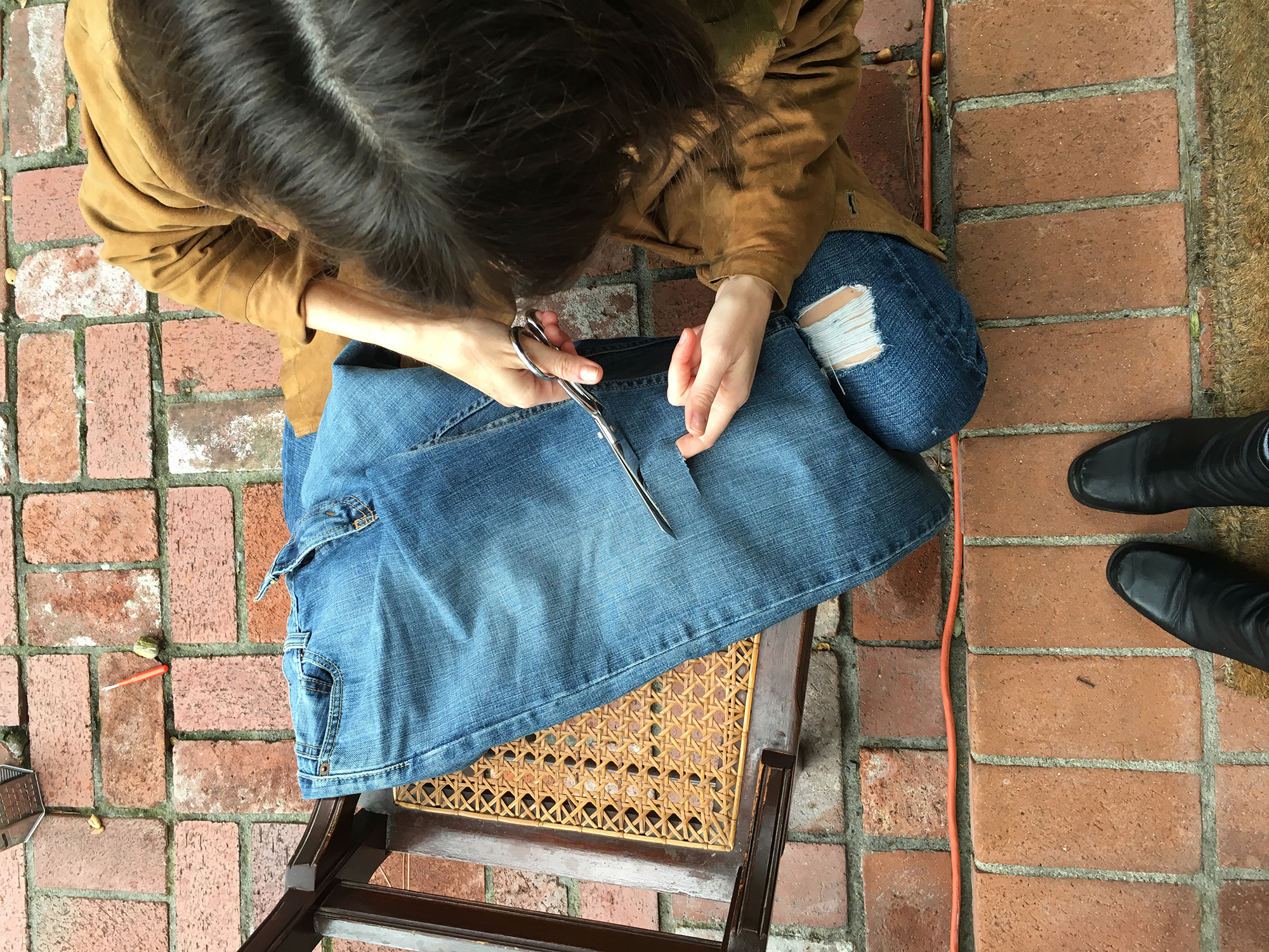 Pieceology-Vintage-How-To-DIY-Denim-Jeans-Ripping-Blog-4.jpg