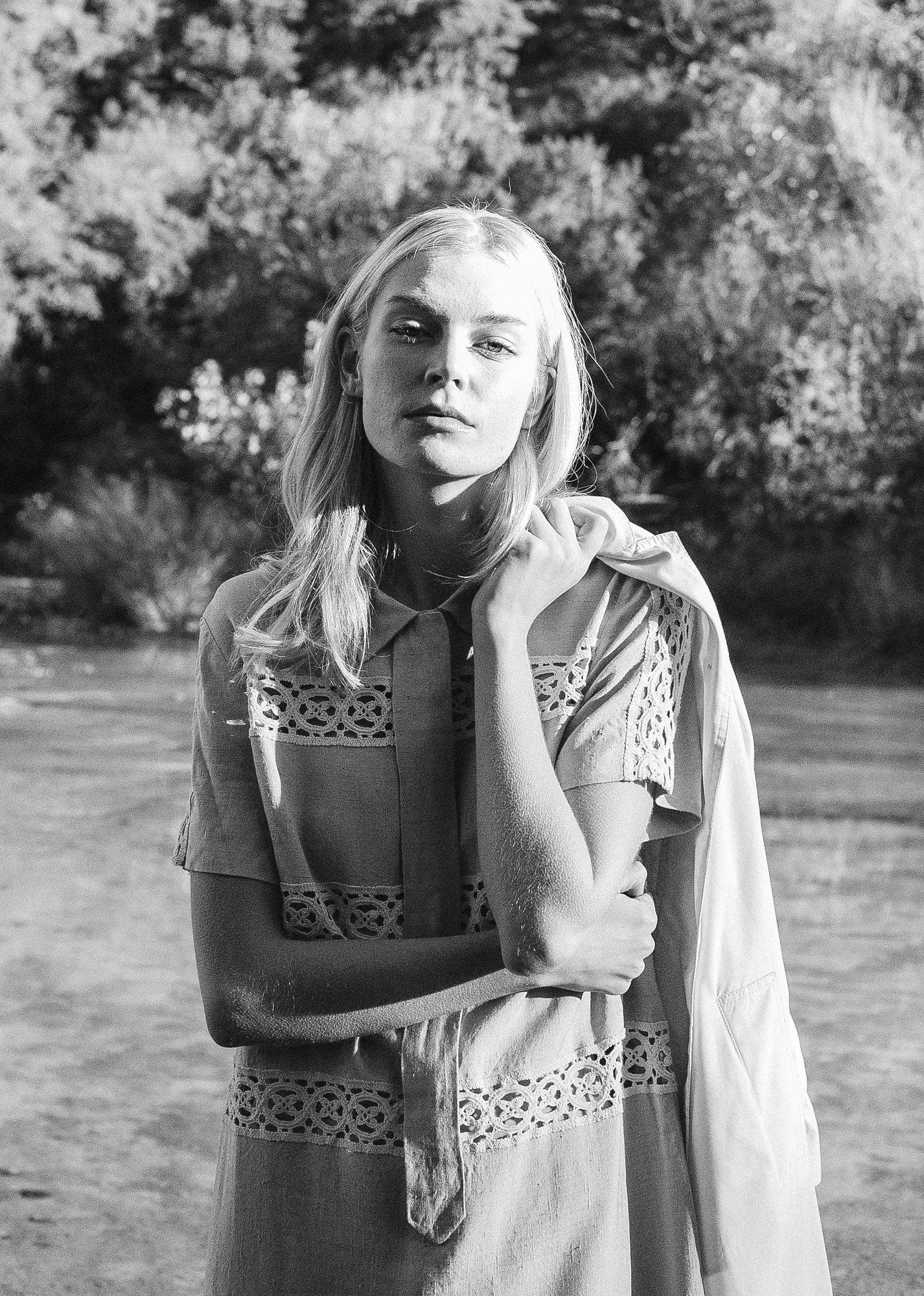 Pieceology-Vintage-1950s-Natural-Linen-Collared-Dress-Macrame Details-4.jpg