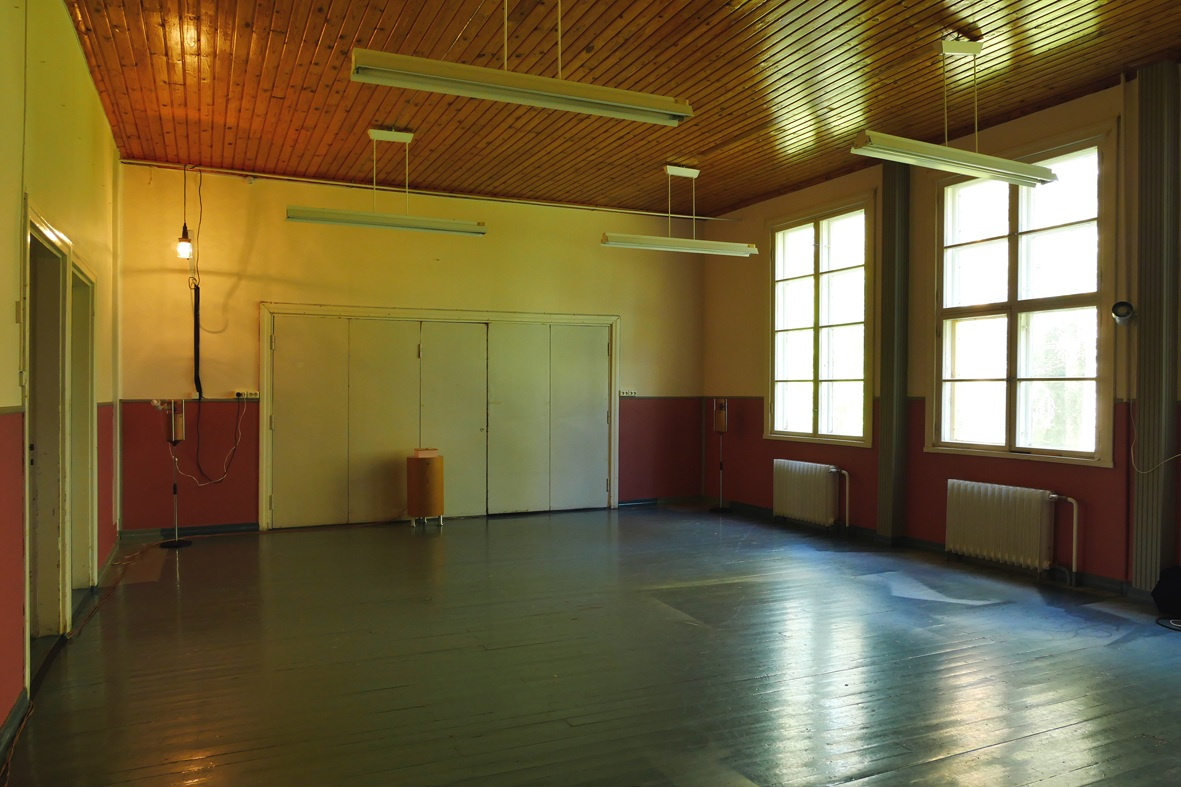 STUDIOS - Studio 1: 54 m² 100 € per monthStudio 2: 54 m² 100 € per monthThe height of the studios is 3,35 meters and they have a painted wooden floor, with large windows facing east. There is a water source just next to the studios. Studios have many electric sockets all around. Studio 1 has a large mirror and strong hooks on the roof that can be used for hanging objects or people.