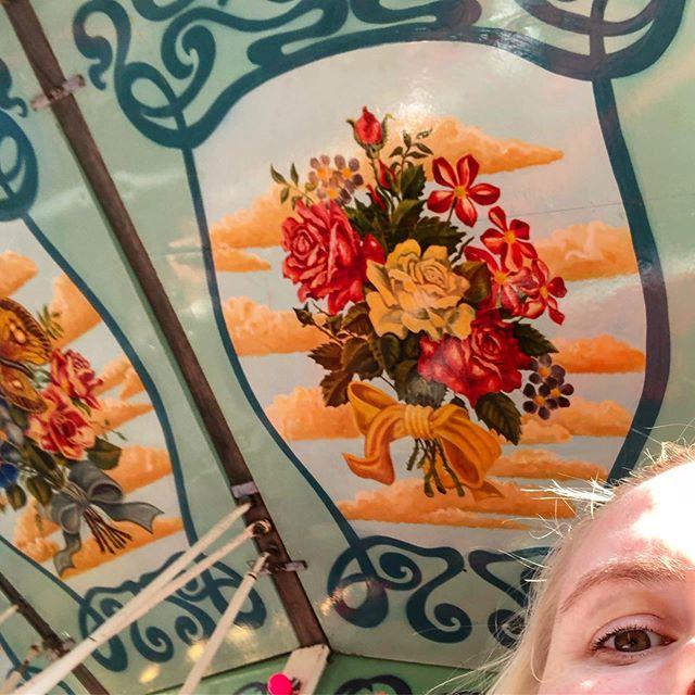 Pää pyörälle #linnanmäki #karuselli #visithelsinki #momlife #vintagecarousel