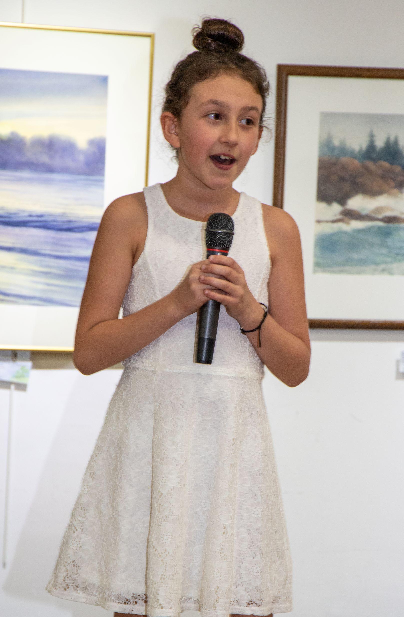 Mazzie sings Eidelweiss_edited-1.jpg