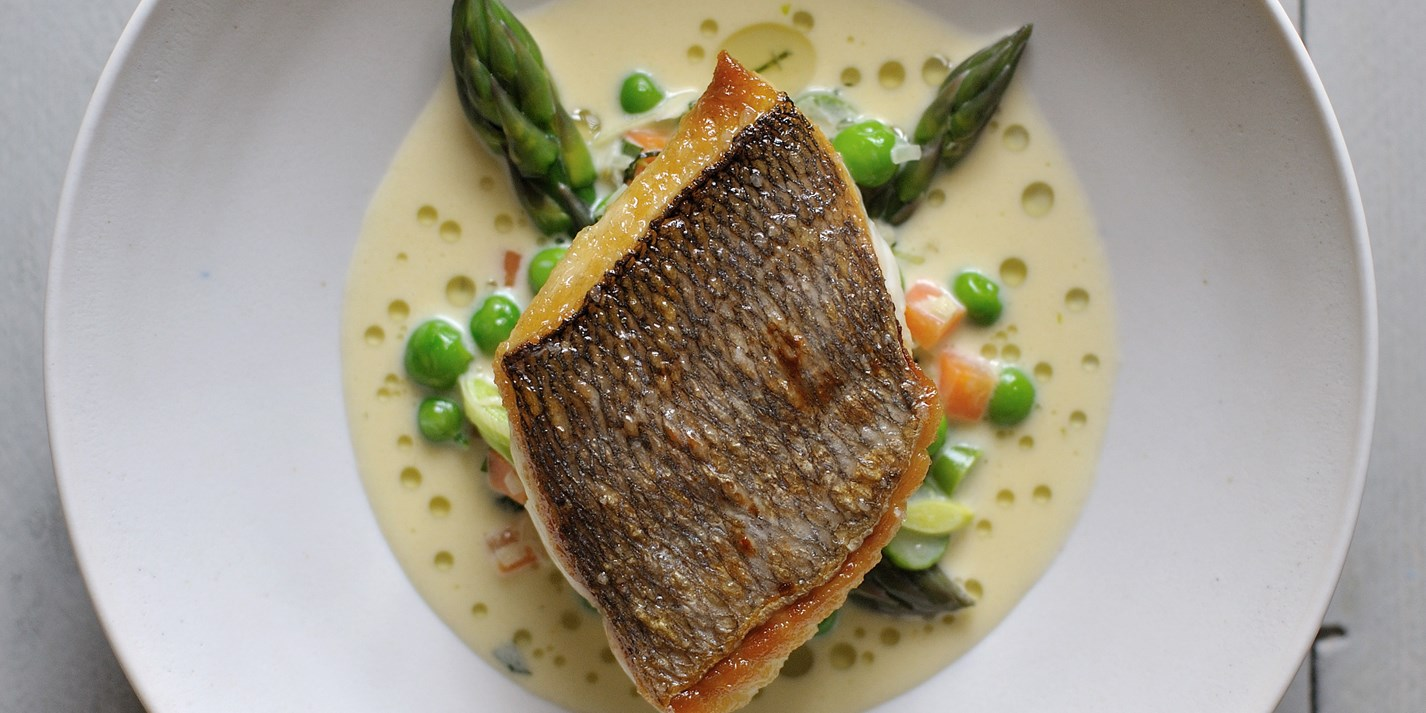 Grilled bream with mustard and tarragon sauce