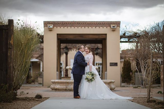 Our 2019 wedding season is off to an amazing start, and we're so excited to start sharing some photos! Stephanie & Patrick tied the knot at Hotel Albuquerque earlier this month, and we are so grateful to have been able to work with them on their special day! 💗 Photo credit: @mattblasingphoto | Florals: @floralfetishabq | Hair & Makeup: @genicalee_hmua | Venue: @heritagehtls