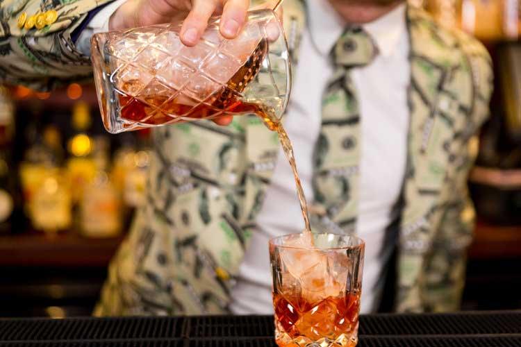 Cocktail+Bartender-op.jpg