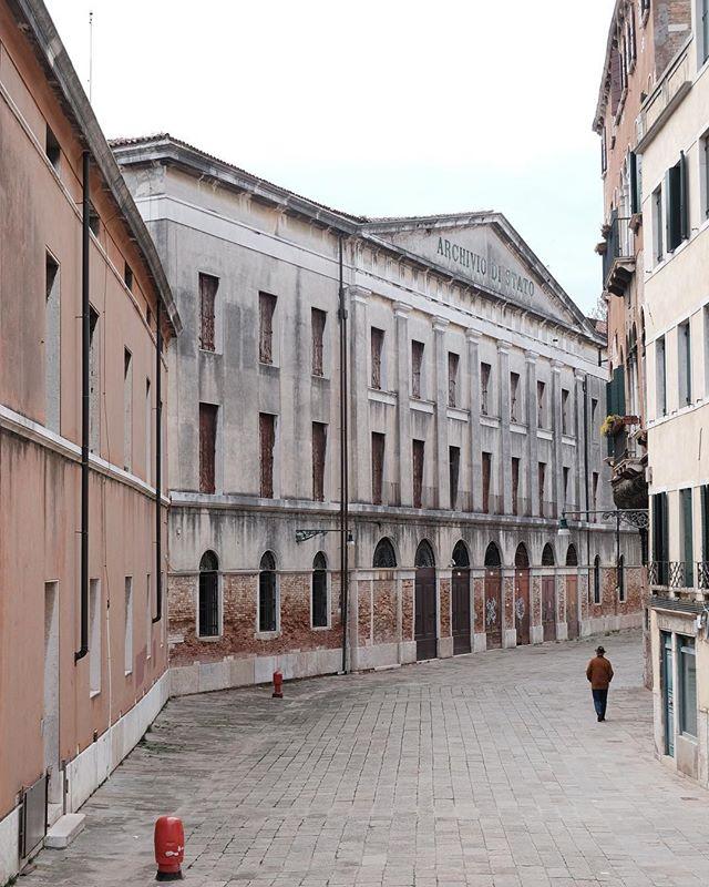 Archivio di Stato, Venezia. . . . . . . #venice #pellicolamag #framepressmag #pupilsphere #everydayitaly #thisaintartschool #broadmag #ourmag #somewheremagazine #rentalmag #noicemag #prhoom #prhoomagazine #paperjournalmag