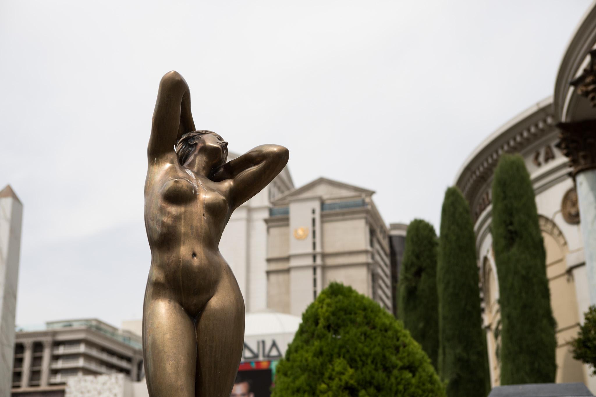 female statue outside Casears Palace Las Vegas.jpg