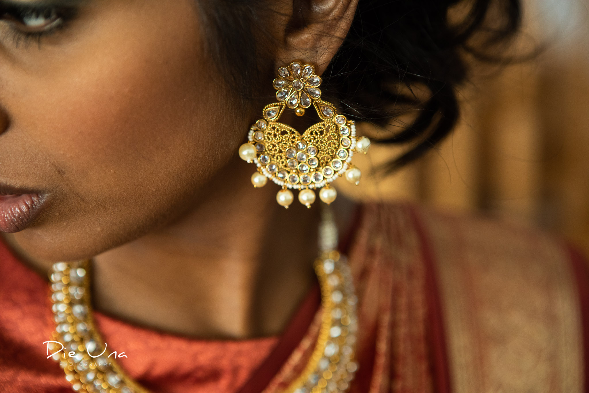 detail shot of bride's jewelry.jpg