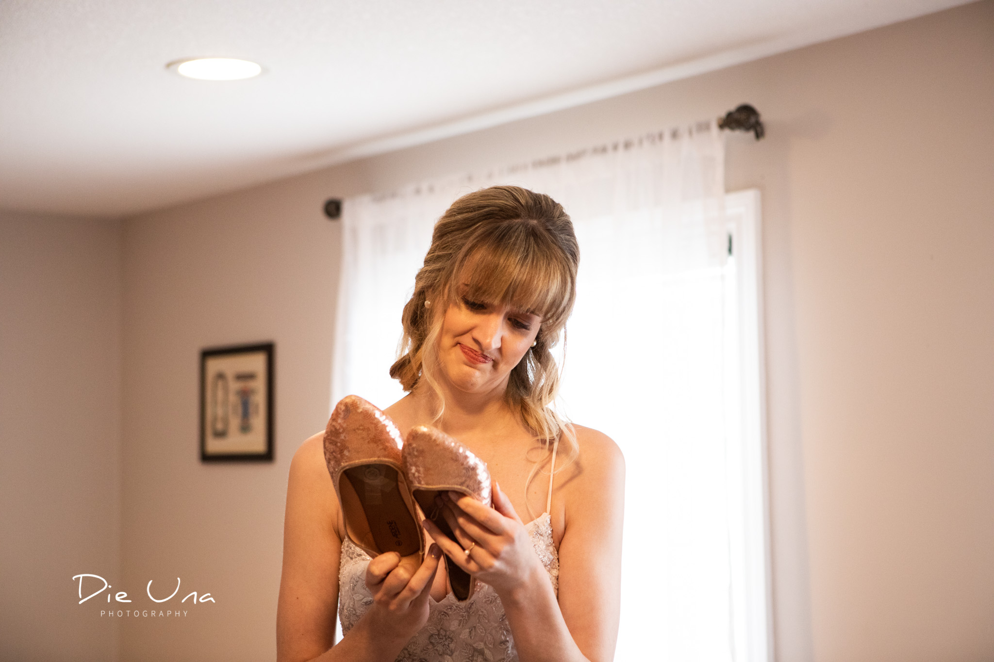 bride reacting to notes written by wedding attendants or bridesmaids on bottom of shoes.jpg