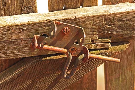 This is an image of a broken gate latch. If your pooper scooper sees something like this while cleaning your yard, we will make sure it is secured properly before leaving. We will notify you immediately.