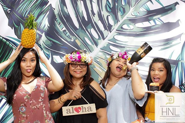 Thank you to everyone who went to say hello and hung out with us this past weekend at the International Market Place!⠀ Backdrop: Tropical Vibes ⠀ #MarketplaceStories #HILife #HNLPhotoboothco #HNL #ModernPhotobooths #Hawaiiphotobooth #Oahuphotobooth #hawaiiwedding #oahuwedding #oahuweddingplanner #partyphotography