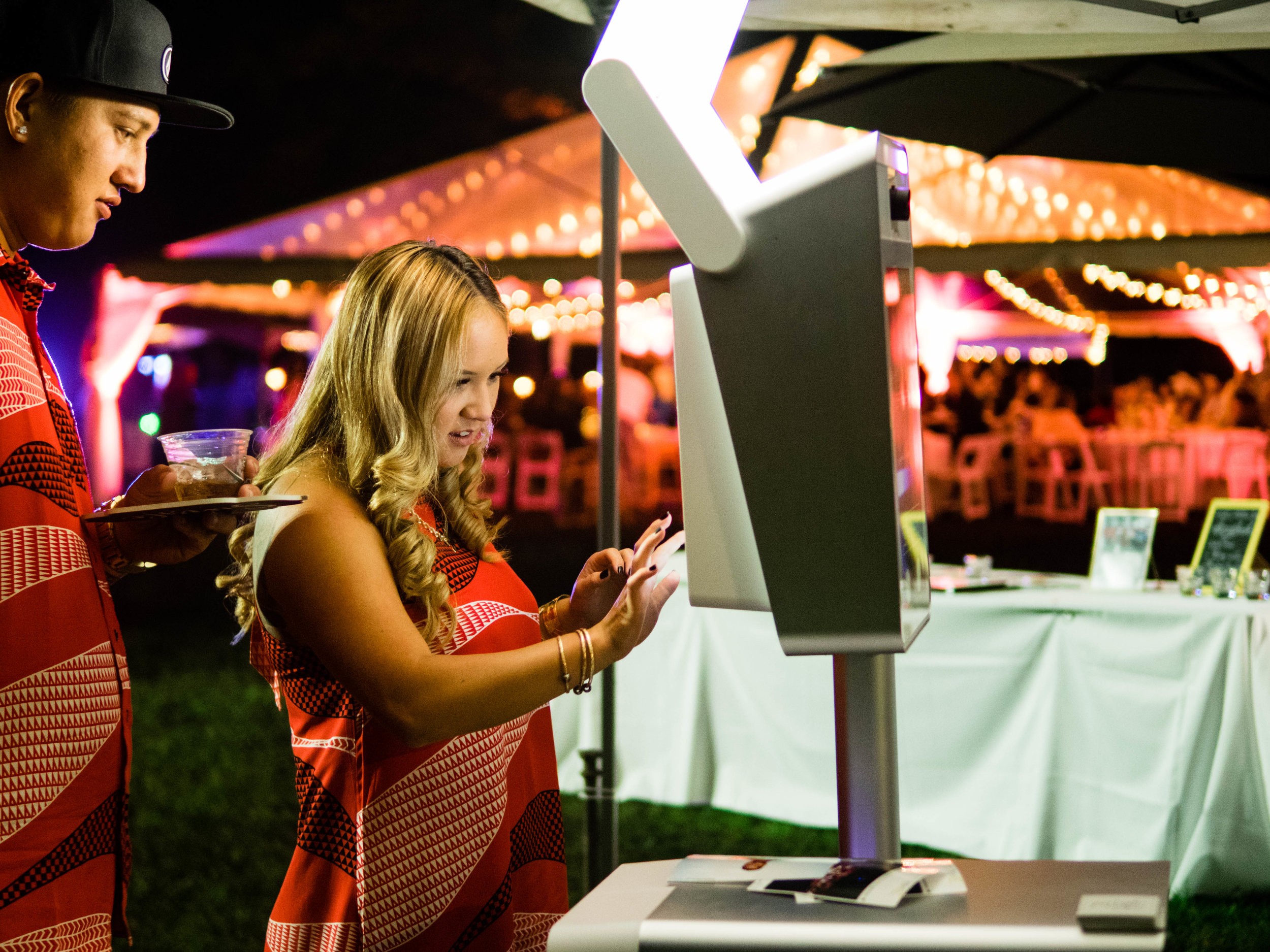 Party Photobooth Modern and Elegant on Oahu Hawaii.jpg