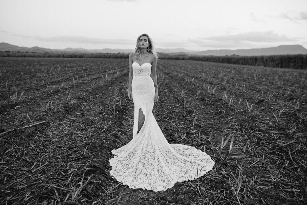 love-and-lace-bridal-boutique-and-wedding-dresses-on-oahu-hawaii-3.jpg