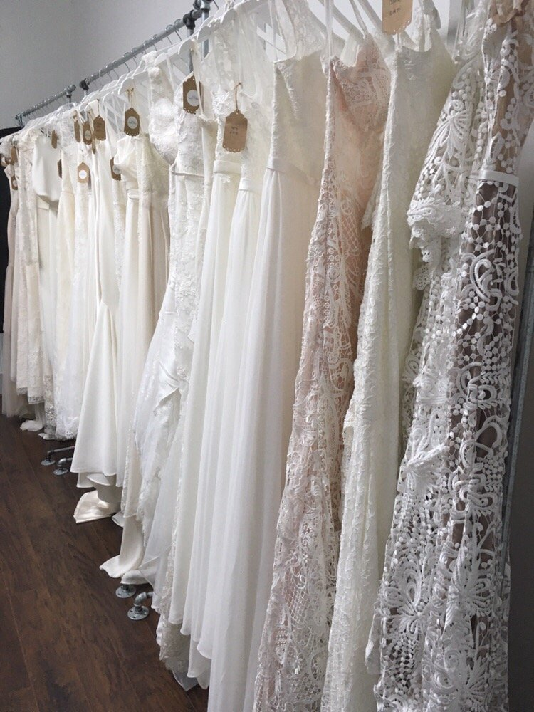 love-and-lace-bridal-boutique-and-wedding-dresses-on-oahu-hawaii-2.jpg