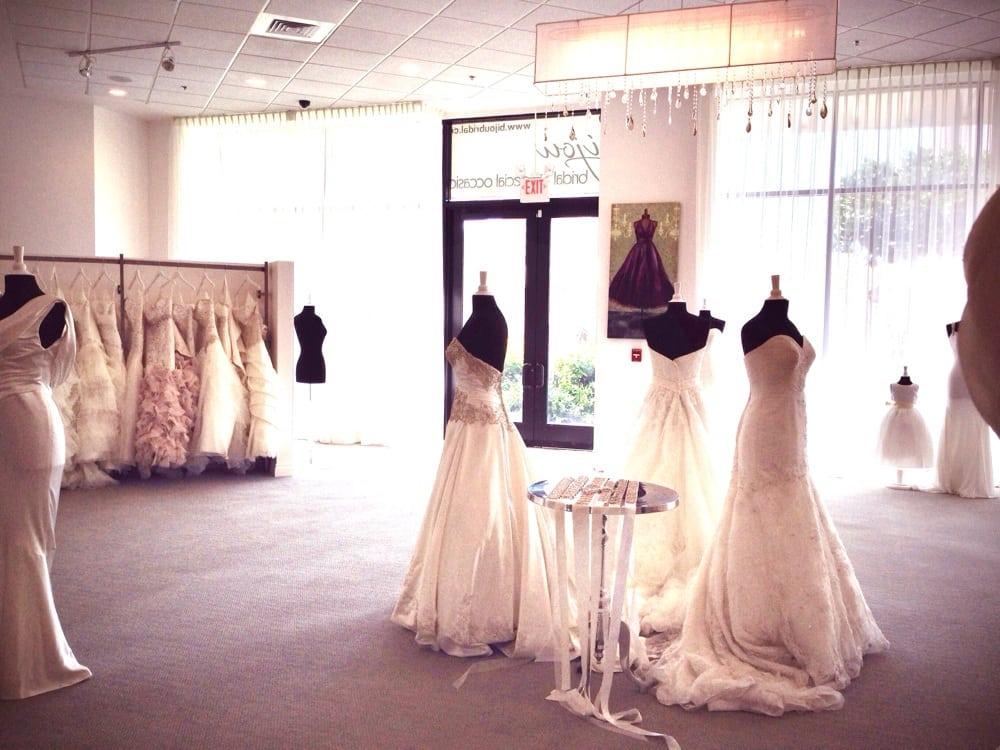 bijou-bridal-wedding-dresses-oahu-honolulu-hawaii-3.jpg