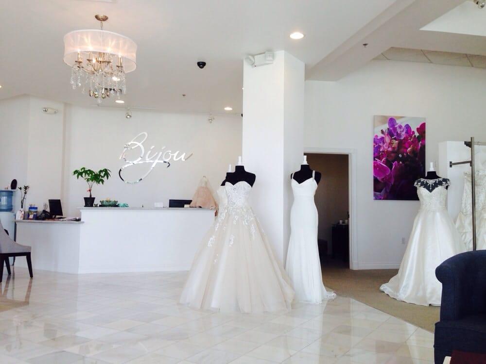 bijou-bridal-wedding-dresses-oahu-honolulu-hawaii-2.jpg