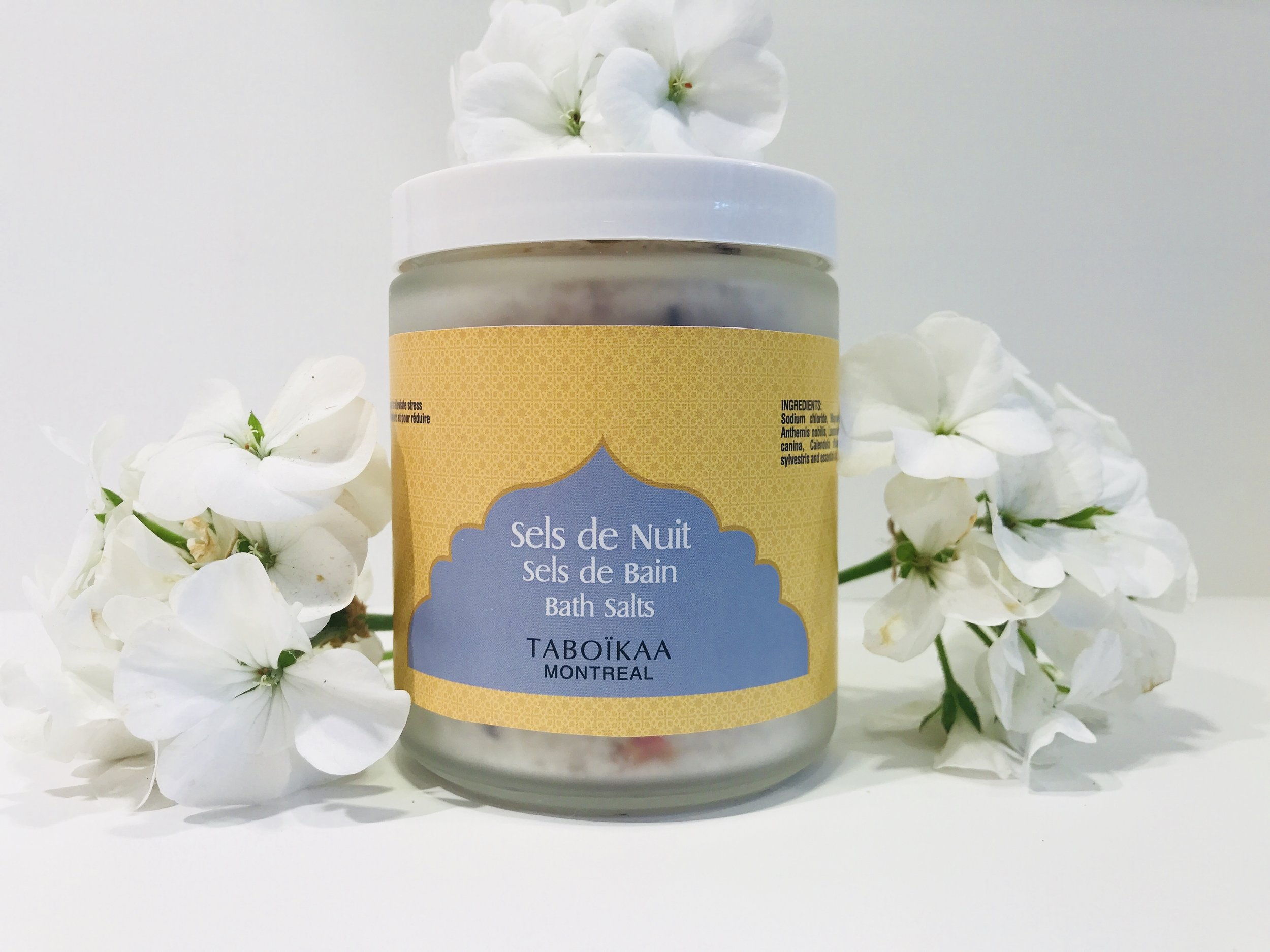 - SELS DE NUITContains a wonderful blend of florals, deliciously scented. Very relaxing.INg Epsom salts, Dead sea salts, Brittany salts, Malva, Calendula, Lavender, Rose petals, Pogostemon cablin, Lavendula angustifolia, Aniba rosaeodora.Contient un doux mélange de fleurs, délicatement parfumé. Très relaxant.