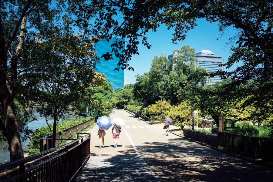 A stroll through the park of Osaka Castle.