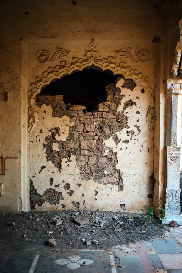 Beautifully broken walls at Taragarh Fort