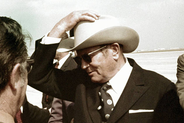 Ameriški klobuk na glavi botra jugoslovanskega socializma.