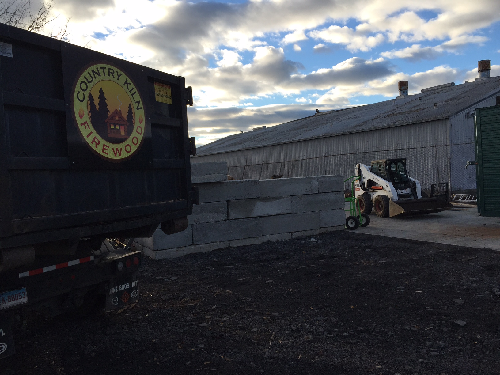 Country Kiln Firewood delivers to all of Connecticut including but not limited to: Fairfield County, New Haven County, New London County, Middlesex County, Litchfield County, Tolland County, Windham County.