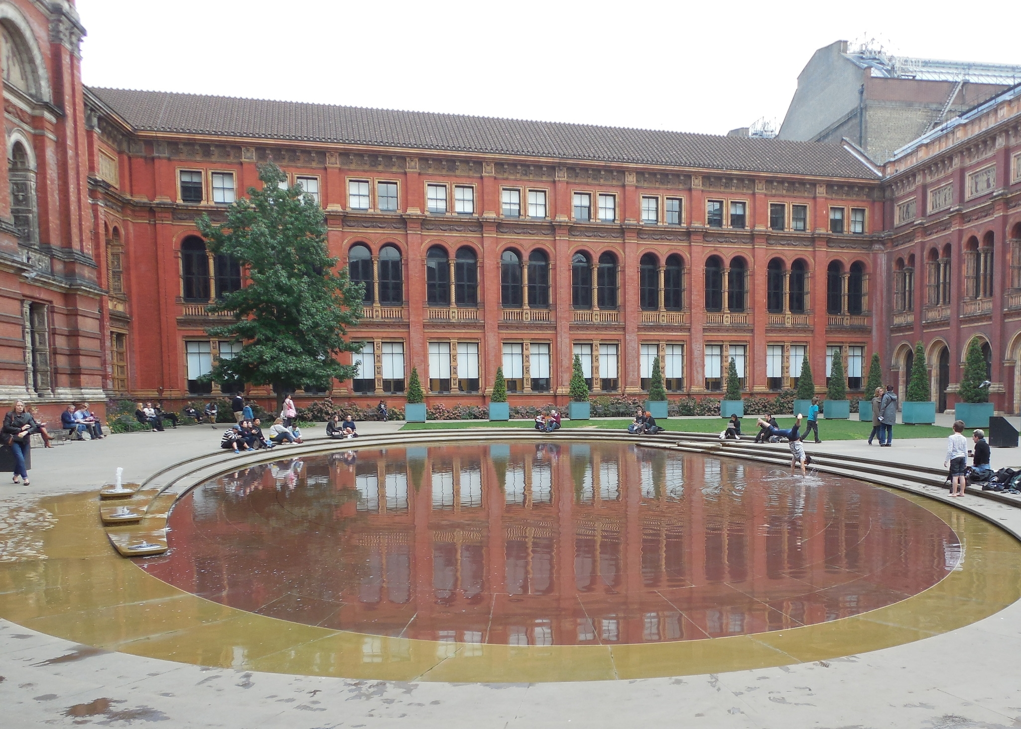 Courtyard reflecting pool at the V&A