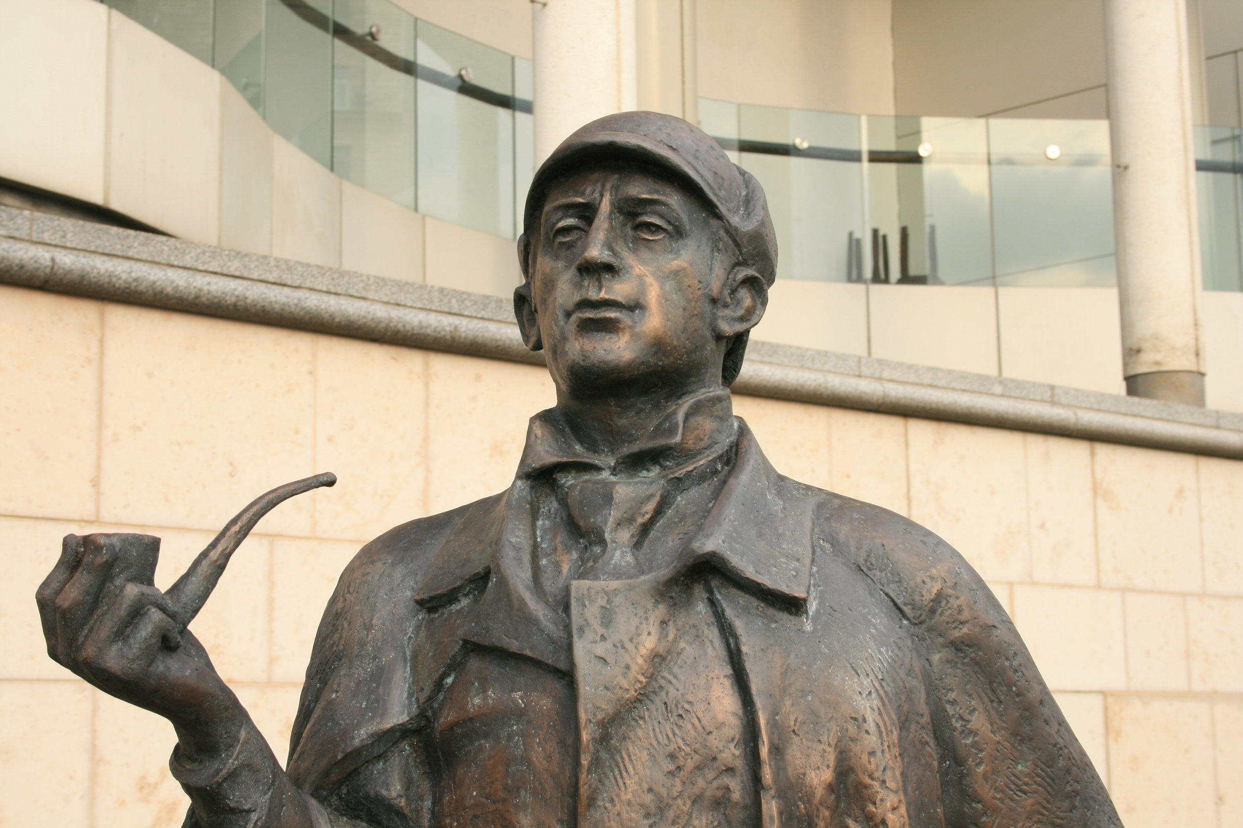 Sherlock Holmes statue in Moscow which resembles Jeremy Brett