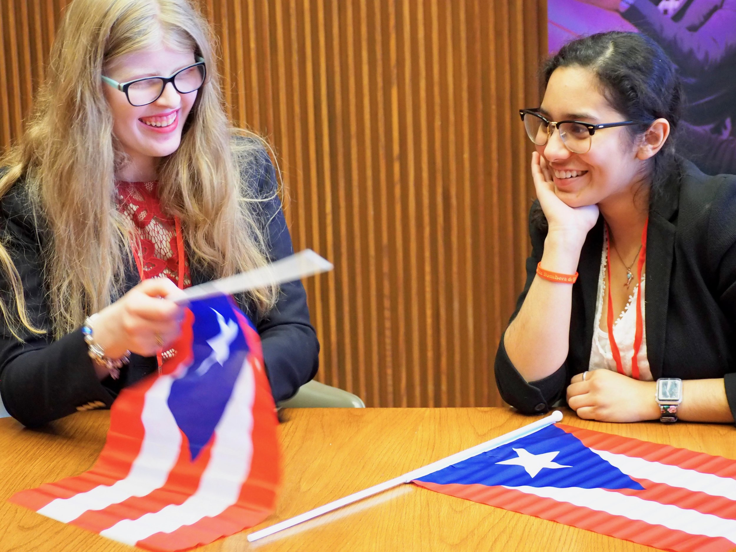 Mariel Rancel, left, and Lici Rivera, right, of The Union for Puerto Rican Students at The University of Illinois at Chicago, discussing the Pa'Lante conference and symposium on Friday. (Sofi LaLonde/SJNN)