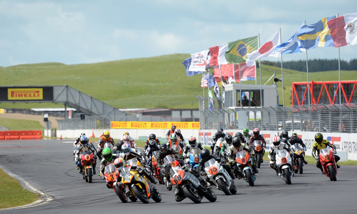 Carl Cox Motorsport Hyosung Cup action from Round 2. Credit: Philip Kavermann