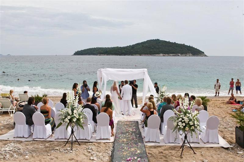 beach wedding 3(1).jpg