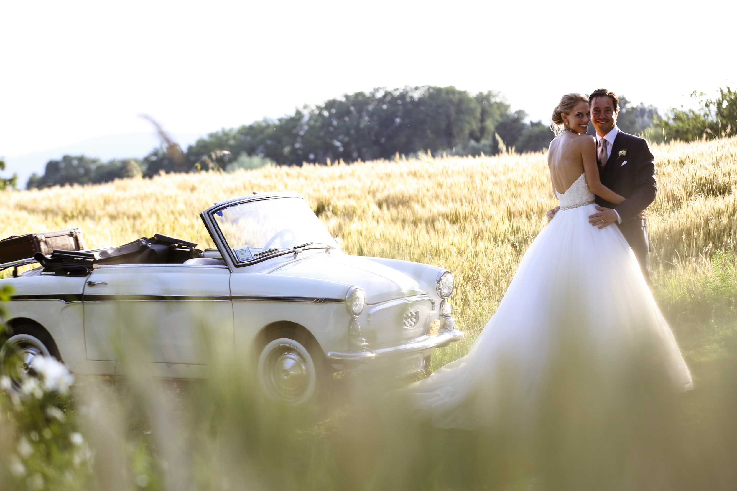 Wedding photo in the fields around the Castello Montignano