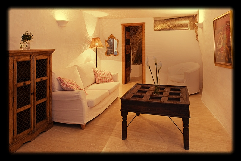 Yoga holiday in Italy - Accommodation Casa Latina lounge.jpg