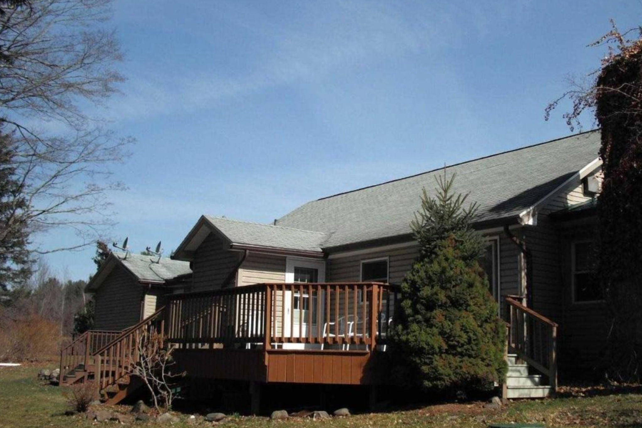 Black Bear Lodge  11985 Route 23A Lexington, NY 12452 (518) 989-6582  Click  here  to book room.  Distance: 23.5 miles / 30 minutes Capacity: 20 people