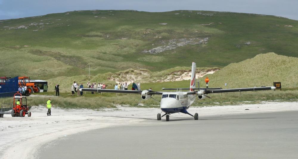 barra-airport-twin-otter.jpg